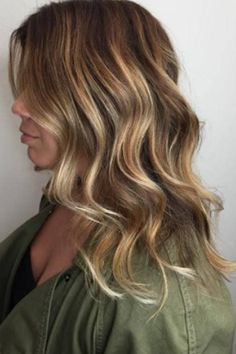 Tiger Eye- features shades like honey, amber, and soft brown painted with a balayage technique.