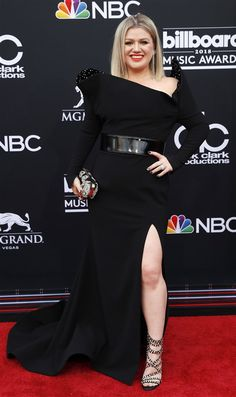 All the best red carpet looks from stars at the 2018 Billboard Music Awards in Las Vegas. Lauren Alaina, Billboard Music Awards, Kelly Clarkson, Curvy Women Fashion, Red Carpet Looks, Red Carpet Dresses, Cowgirls, Red Carpet Fashion, Cartoon Wallpaper