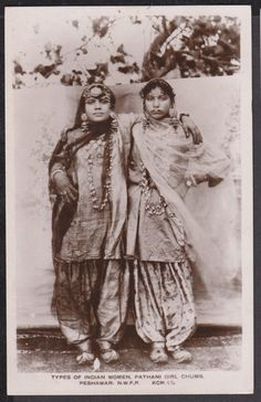Here are some fascinating photos of Vintage Indian Glamour You will see women donning sarees in different fashions, including the Mahara. Vintage India, Jaisalmer, Udaipur, Old Pictures, Old Photos, Vintage Photographs, Vintage Photos, Margaret Bourke White, Indian Arts And Crafts