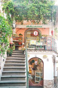 Delicatessen, one of Positano's most photographed spots