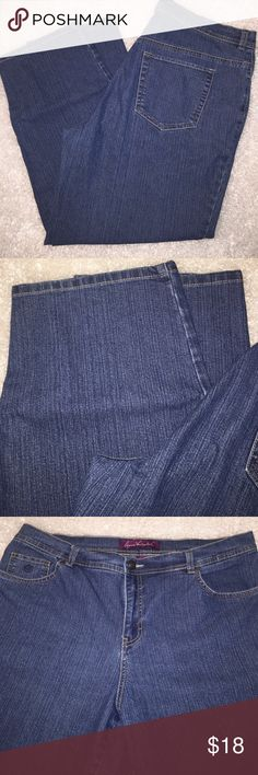 "Gloria Vanderbilt Amanda High Waist Mom Jeans Tag size 16W. Measurements Laid Flat: Waist 19""; Rise 12""; Inseam 27.75"".    75% cotton  23% polyester 2% spandex Gloria Vanderbilt Jeans Straight Leg"
