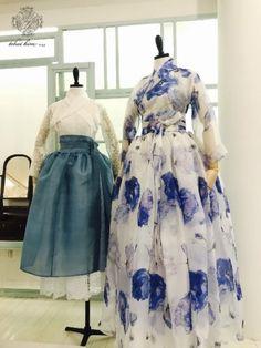 차이킴, Tchaikim*Display* 2017.06.30 :::: 안녕하세요 차이킴입니다 어느덧 2017년 6월이 끝나가고7월... Unique Fashion, Modest Fashion, Fashion Dresses, Korean Traditional Dress, Traditional Dresses, Korean Dress, Korean Outfits, Modern Hanbok, Dress Up