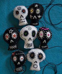 Black and White Skull Garland (detail) by Rawbone Studio, via Flickr