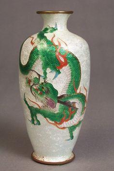 Spoils of Time Asian Ceramics and Works of Art online catalog Japanese Vase, Japanese Porcelain, Feng Shui Vase, Vases Decor, Art Decor, Asian Vases, Chinese Ceramics, Stained Glass Art, Asian Art