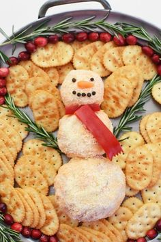 Pimento Cheese Ball Snowman- A classic pimento cheese recipe that is made festive with a snowman shape. Serve with crackers for the perfect holiday appetizer. Pimento Cheese Recipes, Cheese Ball Recipes, Cheese Appetizers, Appetizers For Party, Appetizer Recipes, Best Christmas Appetizers, Christmas Nibbles, Cream Cheese Spreads, Christmas Breakfast
