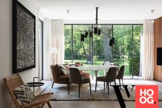 Karaktervolle villa in groene rand rond Antwerpen - Hoog ■ Exclusieve woon- en tuin inspiratie. Cosy Dining Room, Dining Chairs, Pergola, New Builds, Sweet Home, Villa, Interior Design, Interior Detailing, Windows