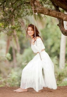 The audience loved a teenage beauty queen Kathryn Bernardo Casual Fashion Debut Themes, Debut Ideas, Kathryn Bernardo Outfits, Kathryn Bernardo Photoshoot, Pre Debut Photoshoot, Daniel Padilla, Ford, Celebs, Celebrities