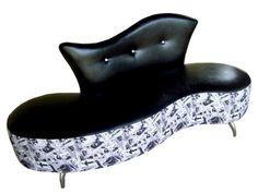 sofá feijão com pés de aço cromado
