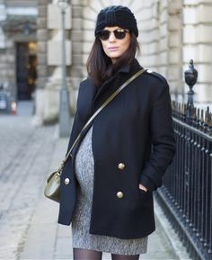 Pregnant Street Style Outfits So Chic You'll Want to Recreate Them Even If You're Not Expecting schwanger-outfit Winter Maternity Outfits, Stylish Maternity, Pregnancy Outfits, Maternity Wear, Maternity Fashion, Pregnancy Tips, Maternity Jacket, Pregnancy Dress, Maternity Clothing