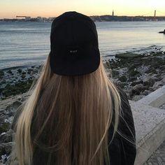 Imagem de girl and hair Cute Girl Photo, Cool Girl, Tumblr Bff, Head Scarf Styles, Insta Photo Ideas, Grunge Hair, Photo Instagram, Aesthetic Girl, Girl Photos