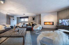 On commence le lundi de bonne humeur dans l'appartement Abondance à Courchevel ! Que pensez-vous de ce cocon ? #cocooning #cosy #homesweethome #deco #decor #fireplace #winter2018 #wellness #interior #interiordesign #courchevel #skiresort