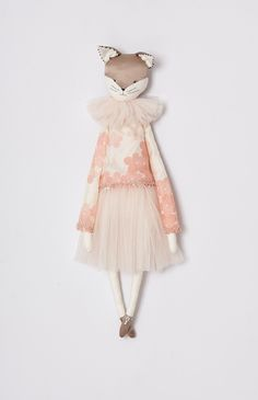 Alice Mary Lynch is a Doll Maker and Fashion Designer. After having children, she decided to concentrate on making her dolls which are inspired by dreams, cabaret sparkle and the strangeness of nature.
