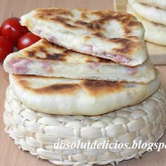 This ham and cheese stuffed pita bread is one of my favorites. It's very tasty, fluffy, with a creamy filling and very easy to make. Use your favorite cheese and your favorite ham, fill the pita br… Bakery Recipes, Bread Recipes, Cooking Recipes, How To Cook Ham, How To Make Cheese, Still Tasty, Romanian Food, Pita Bread, Pastry And Bakery