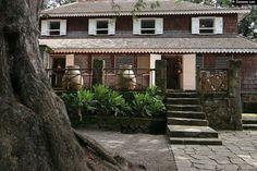 La maison de maître de l'Habitation Clément sur la commune du François est un des plus bel exemple d'architecture créole.