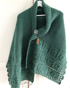Ideas for the crochet knit scarf.I love projects using both knit and crochet Granny Square Häkelanleitung, Granny Square Crochet Pattern, Crochet Granny, Crochet Motif, Crochet Shawl, Crochet Designs, Crochet Stitches, Knit Crochet, Knitted Shawls