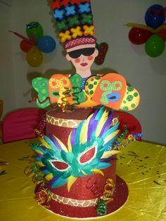 Colombia. Alegría por naturaleza       En Colombia siempre hay un motivo para celebrar, no importa cuál sea laépocadel año en la que nos... Carnival Decorations, Crazy Hats, Ideas Para Fiestas, Party Bags, Holidays And Events, Birthday Parties, Diy Crafts, Cake, Photo Booth