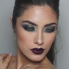 Urban Decay smoky eye using our #UDXX Vice LTD Reloaded Palette