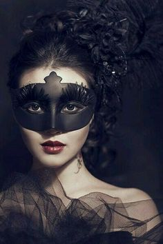 Beautiful Black Gothic Mask /  Fashion Photography / Gothique Women // ♥ More at: https://www.pinterest.com/lDarkWonderland/