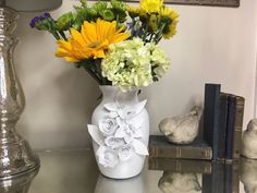 Next time you're at the Dollar Store, grab a plain vase and make this gorgeous decor for your table!