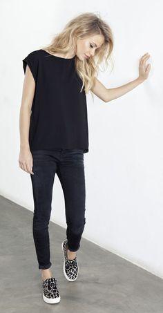Meus amores, ultimamente o meu estilo preferido de looks tem sido o minimalista. Repararam ? Peças simples, poucas estampas, preferência por branco, preto e cinza e outros tons neutros… Acho …