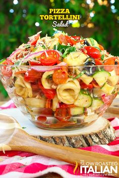Pizza Tortellini Pasta Salad is a like a party in your mouth! It's a blend of your favorite pizza toppings in a fabulously zesty and tangy summer pasta salad. This simple recipe is sure to be your new obsession! Pizza Pasta Salads, Pasta Salad With Tortellini, Summer Pasta Salad, Pasta Salad Italian, Pasta Salad Recipes, Summer Salads, Pasta Dishes, Cheese Tortellini, Seafood Salad