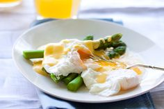 Poached egg with perfectly blanched Asparagus all complimented with a comforting blanket of Easy Hollandaise. Brunch Recipes, Snack Recipes, Cooking Recipes, Healthy Recipes, Cooking Ideas, Healthy Foods, Free Recipes, Vegetarian Recipes, Paleo Breakfast