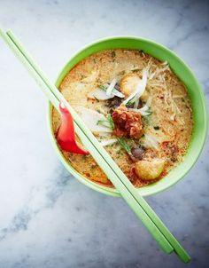 Soupe au lait de coco, à l'oeuf et au tofu (Laksa Nyonya)
