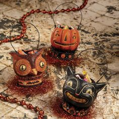 The Vintage Halloween Store: Frighteningly Fabulous Favors & Loot Containers Retro Halloween, Halloween Items, Holidays Halloween, Spooky Halloween, Halloween Crafts, Happy Halloween, Halloween Buckets, Halloween Forum, Halloween Tricks