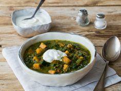 Kruidige dahl met spinazie, bataat en yoghurt
