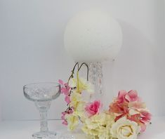 If you are planning a Glam Wedding you are definitley aiming towards the perfect combination of dramatic details and the ultimate wow factor! Quinceanera Decorations, Wedding Decorations On A Budget, Flower Decorations, Backdrop Decorations, Blush Wedding Centerpieces, Diy Centerpieces, Christmas Centerpieces, Wedding Bouquets, Wedding Table