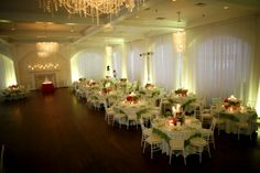 This light green ambient lighting really helps add some more drama to the reception area!