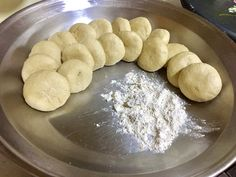 This is a detailed post that will deals with techniques of roti making. You don't need a recipe for soft roti. Soft Roti Recipe, Roti Recipe Indian, Indian Food Recipes, Gourmet Recipes, Cooking Recipes, Cooking Hacks, Bread Recipes, Yummy Recipes, Breads