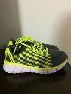 09f26bc34be BRAND NEW BOYS SIZE 1 ATHLETIC WORKS LIGHTWEIGHT ATHLETIC SHOES (YOUTH SIZE)   fashion