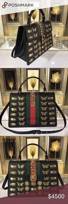 Incredible Gucci handbag Incredible black Gucci handbag Gucci Bags Totes