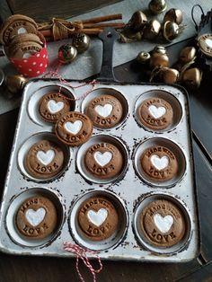 PASTU domov Christmas Cookies, Muffin, Breakfast, Xmas Cookies, Morning Coffee, Christmas Crack, Christmas Biscuits, Muffins, Christmas Desserts