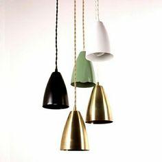 Luminaires suspendus en métal et en couleurs différents de Oneforthree