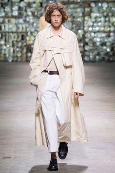 Dries Van Noten unveiled hisSpring/Summer 2017collection during Paris Fashion Week.
