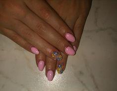 Unghie rosa con fiorellini per l'estate. Pink nails with flowers.