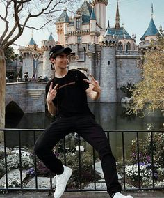 Manu Rios in disney land Manu Rios, Poses For Men, Model Face, Stylish Boys, Boy Pictures, Handsome Boys, Cute Guys, Insta Pic, Youtubers