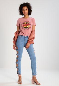 ¡Consigue este tipo de vaquero slim de Glamorous ahora! Haz clic para ver los detalles. Envíos gratis a toda España. Glamorous Vaqueros slim fit light blue: Glamorous Vaqueros slim fit light blue Ofertas   | Material exterior: 100% algodón | Ofertas ¡Haz tu pedido   y disfruta de gastos de enví-o gratuitos! (vaquero slim, fit, ajustado, ajustados, stretch, jeans slim fit, jeans slim, jean slim, jeans slim, slim)