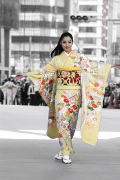 Image #2: image Modeling furisode, kimono and obi at the Nihonbashi outdoor runway show in Japan.