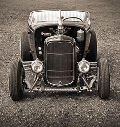 Royal Kustoms 1932 Flathead Ford Hi Boy Roadster