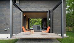 Contemporary alpine retreat hides a surprising interior in Ger...