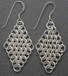 Passo a passo de brincos de chainmaille usando essa técnica do chainmaille, de unir elos ou argolinhas formando brincos, colares, pulseiras e outras peças.