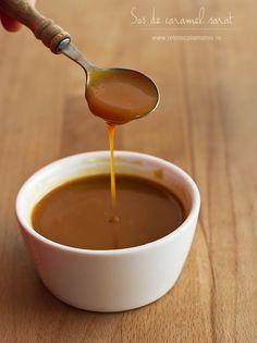 Sos de caramel sărat, cu unt și smântână pentru frișcă   Am făcut de nenumărate ori acest sos de caramel, cu o aromă irezistibilă și cu dulceața îmblânzită delicat de cristale...