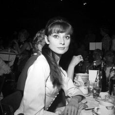 A long-haired Hepburn attends an event in Los Angeles. Photo: Michael Ochs Archives Audrey Hepburn's Style: 20 Rare Pictures You've Never Seen Audrey Hepburn Images, Audrey Hepburn Born, Audrey Hepburn Bangs, Rare Pictures, Rare Photos, Divas, Vogue, Gene Kelly, Fair Lady