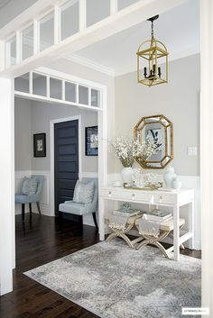Home Interior 2019 Gorgeous Spring entryway styling with pale blue ginger jars, faux blooms, coral and a show-stopping console table - a chic and sophisticated welcome! Blue Home Decor, Elegant Home Decor, Elegant Homes, Hallway Decorating, Entryway Decor, Interior Decorating, Foyer, Decorating Ideas, Entryway Ideas