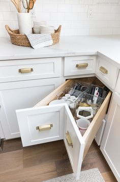 Storage & Organization Ideas From Our New Kitchen! A super smart solution for using the corner space in a kitchen - kitchen corner drawers!A super smart solution for using the corner space in a kitchen - kitchen corner drawers! Small Kitchen Storage, Kitchen Cabinet Storage, Storage Cabinets, Kitchen Small, Corner Cabinet Kitchen, Kitchen Drawers, Kitchen Ideas For Small Spaces Design, Narrow Kitchen, Small House Storage Ideas