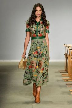 Patricia Viera's presentation at # – Outfits for Work Patricia Viera's presentation at # # Fashion 2020, Look Fashion, Spring Fashion, Womens Fashion, Fashion Design, Fashion Trends, Brazil Fashion, Floral Fashion, Robes Glamour