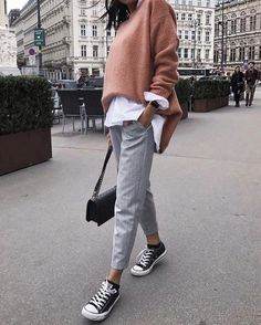 I love everything about this Fall outfit. Lovely Fall Fresh Looking Outfit. 45 Trendy Street Style Outfits You Should Own – I love everything about this Fall outfit. Lovely Fall Fresh Looking Outfit. Looks Street Style, Looks Style, Mode Outfits, Fashion Outfits, Womens Fashion, Sneakers Fashion, Sneakers Style, Fashion Ideas, Fashion Trends